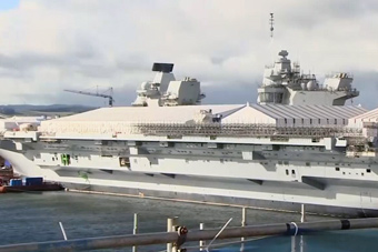 英国女王号航母上盖起了房子