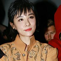 刘璇亮相2016春夏巴黎时装周Vivienne Westwood秀场