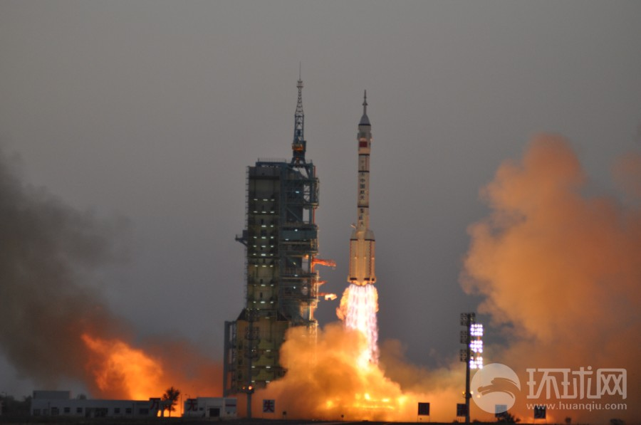 中国载人航天飞船神舟十一号发射升空