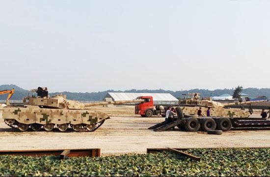 国产VT4和96B坦克一同出镜