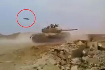 叙政府军坦克幸运躲过来袭导弹