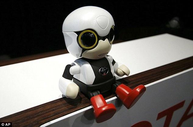 """日本研发机器人婴儿 鼓励夫妻尝试""""父母""""身份"""