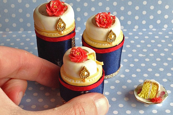 精致逼真!英主妇用粘土制作微型烘焙糕点