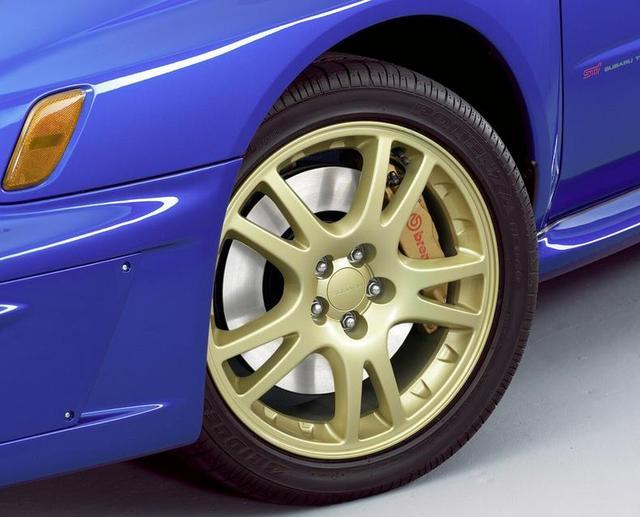 汽车轮胎该何时更换 看里程还是看年份?