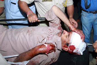 印度一大巴跌入峡谷 至少19人死34人伤