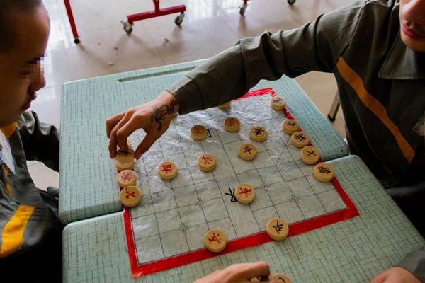 少管所探秘:饭不够随意加 能下棋画画