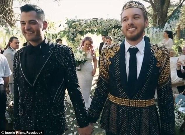 澳男同性恋举办奢华婚礼 唯美浪漫