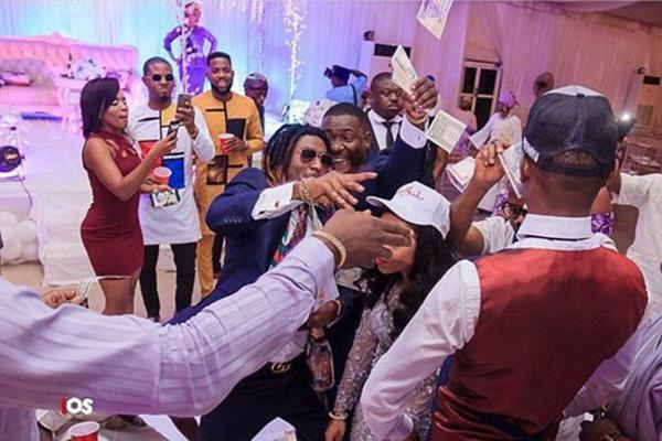 尼日利亚富豪炫富不输英美俄 有人在婚礼上撒钱