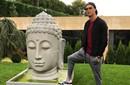 C罗踩释迦牟尼雕像惹争议 网友怒斥:你疯了吗?!