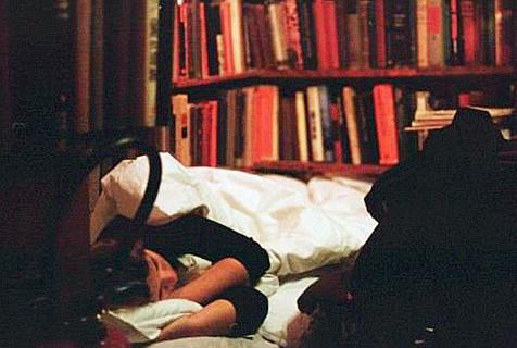 法国书店为书虫们提供免费过夜服务