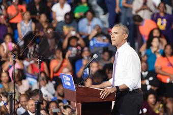 美总统奥巴马举行竞选集会为希拉里拉票
