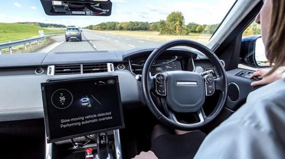 """英国演示能实现""""互相交流""""的无人驾驶汽车"""
