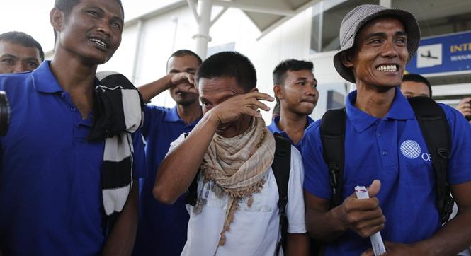 激动落泪!中国船员等26人获救 被海盗劫持4年半