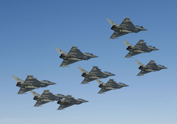 英台风战机首赴日本军演 高官称日为最亲密伙伴
