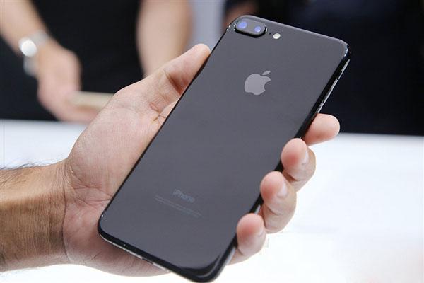 外媒:苹果设计过时?但起码它不会爆炸