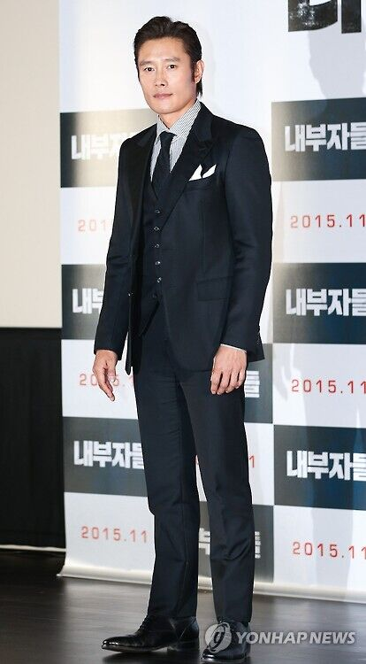 韩第36届影评奖将颁奖 李秉宪凭《局内人》获提名