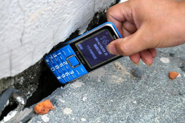 楼盘建筑未启用就成危房 裂缝能塞手机