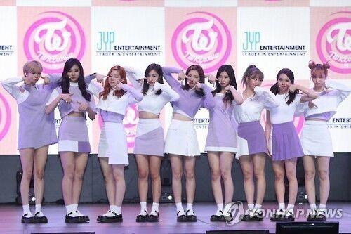 韩女团TWICE新歌登顶八大榜 兴奋到尖叫