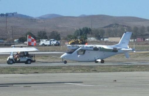 谷歌创始人佩奇投资开发的飞行汽车被偷拍