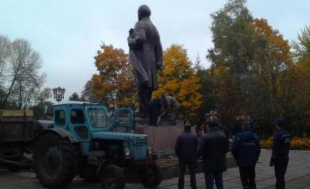 乌克兰拆除最后一座列宁像 或被拿去熔炼