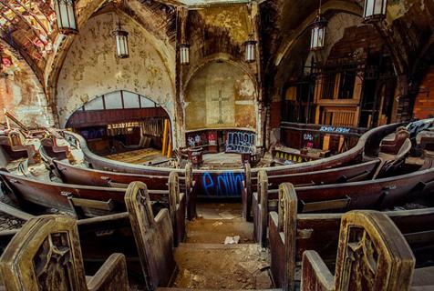 摄影师拍底特律废弃教堂独特之美