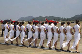 红箭表演队抵达珠海航展现场