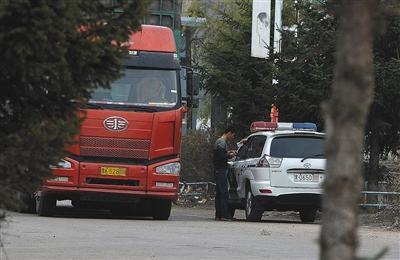 黑龙江依兰交警被曝设岗收钱 8名涉事交警被停职