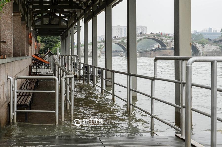 杭州连续一周降雨 京杭大运河水上巴士暂时停运