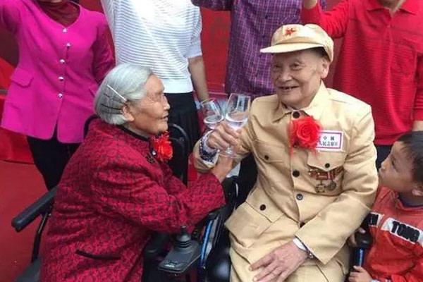 这场婚礼 81岁新娘等了66年