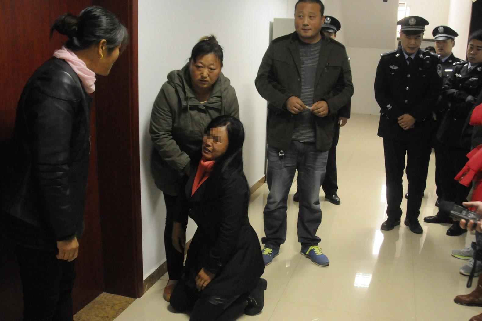 菏泽高考志愿篡改案宣判 被告母亲跪求原谅