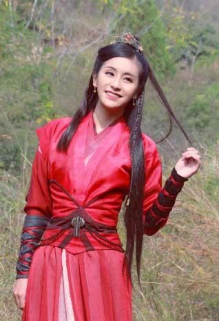 刘洋影子加盟《太傅》 造型美出新高
