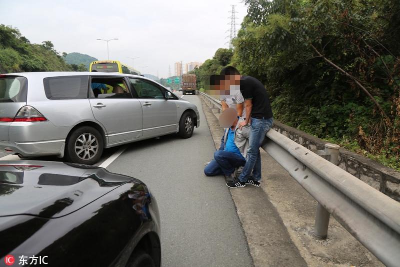 毒贩高速路上驾车狂奔 深圳民警持枪围捕似大片