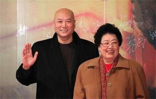 """75岁""""唐僧""""妻子身家505亿元 首次成中国女首富"""