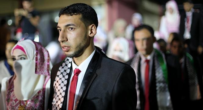 20对巴勒斯坦情侣在加沙举办集体婚礼 数位新娘仅露一双眼