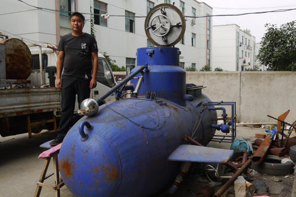 武汉下岗职工造无人遥控潜艇 称研发上花了五六百万