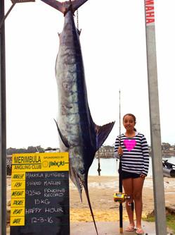 澳11岁女孩捕获294斤青枪鱼破纪录