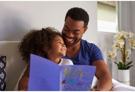 研究:童年幸福的孩子成年后与伴侣关系更亲密