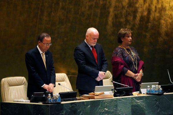 纽约:联合国大会向泰国国王普密蓬默哀