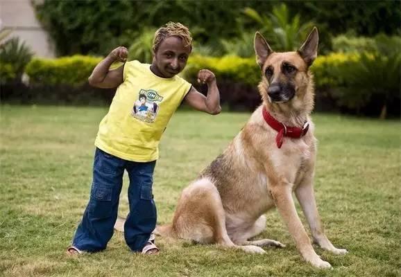 世界上最小的健美先生 仅85厘米20斤