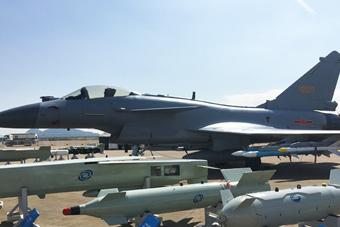歼-10B战斗机首次公开亮相