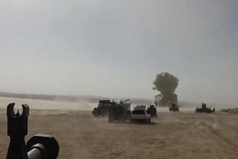 导弹击中炸弹卡车后地动山摇
