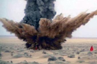 国产M20弹道导弹钻地攻击曝光
