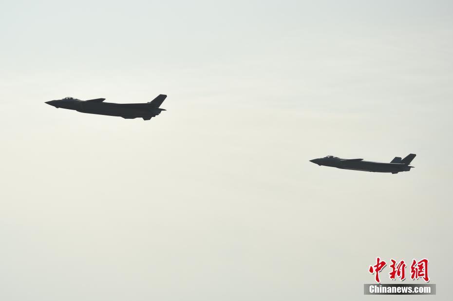 珠海航展开幕 歼—20首次亮相