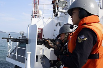 韩海警对中国渔船执法首用机枪射击