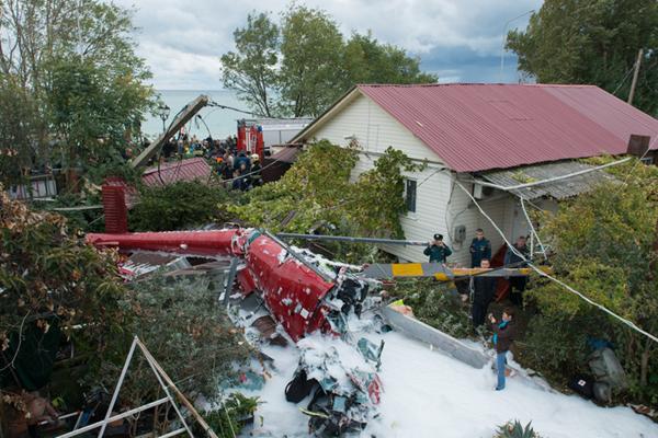 俄罗斯一架直升机坠落私人住宅 致1死数伤
