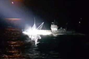 韩国海警用重机枪扫射中国渔船