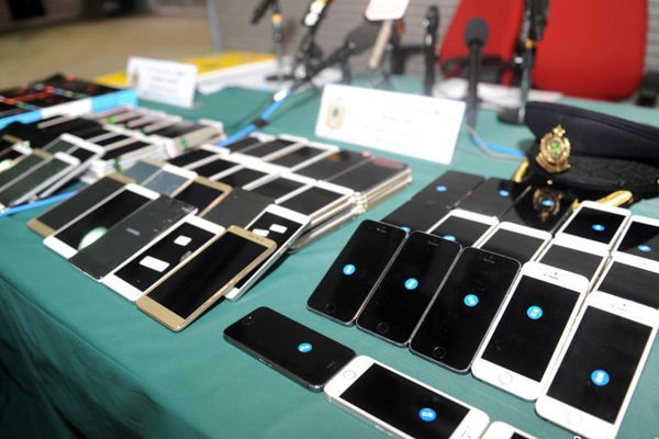 香港海关捣破走私手机集团 查获9300部手机