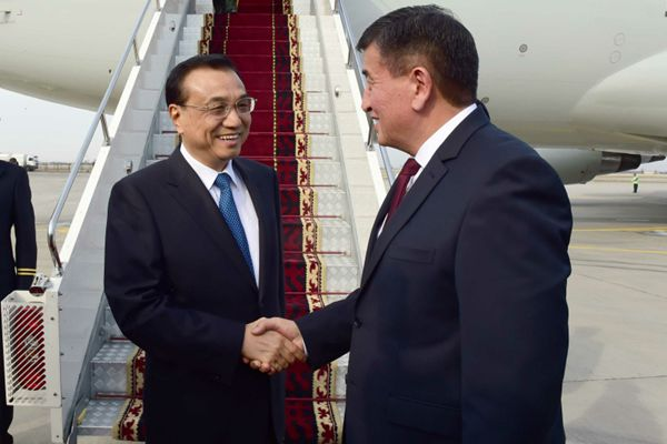李克强抵达比什凯克对吉尔吉斯斯坦正式访问