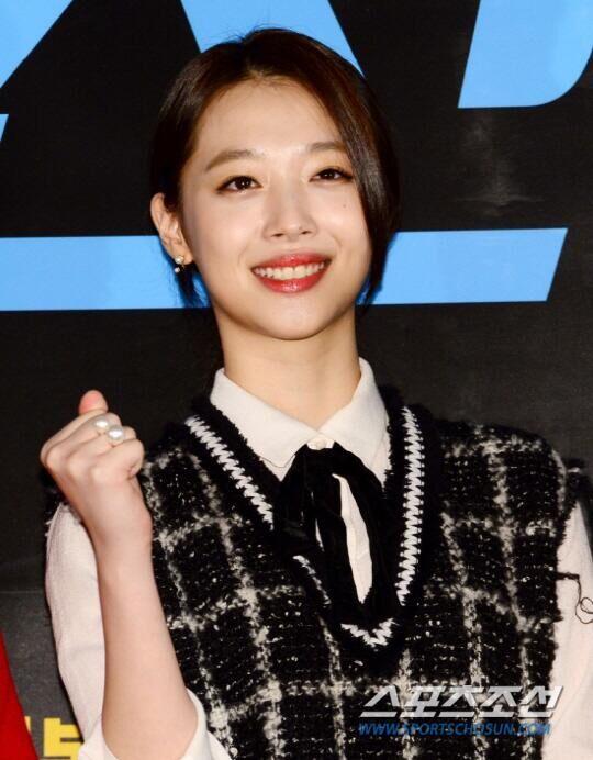 韩女星雪莉为《REAL》献身 大胆挑战裸露镜头