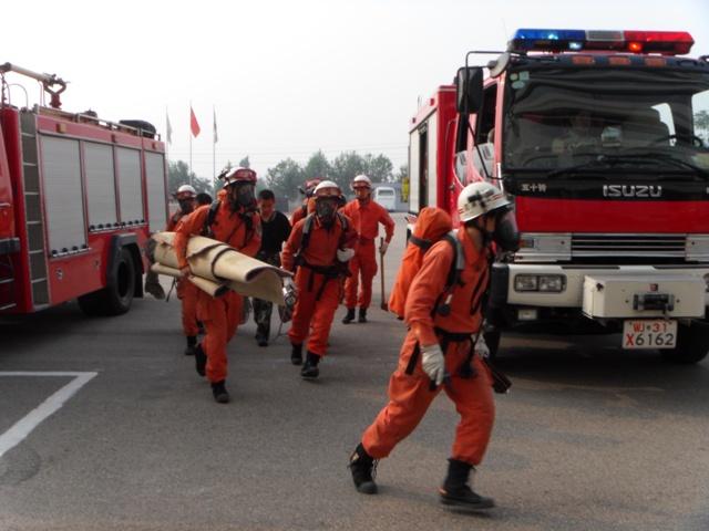 密云消防出奇兵 解救夜间迷路群众于古北水镇